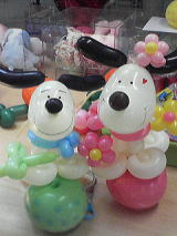 バルーンアート犬と花