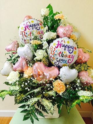 誕生日プレゼント花とバルーンのサプライズなコラボ